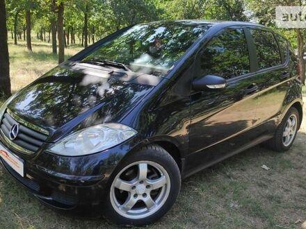 Черный Мерседес А 200, объемом двигателя 2 л и пробегом 123 тыс. км за 6800 $, фото 1 на Automoto.ua