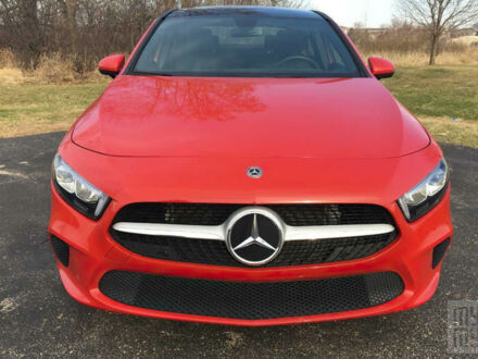 Красный Мерседес A 220, объемом двигателя 2 л и пробегом 8 тыс. км за 26000 $, фото 1 на Automoto.ua