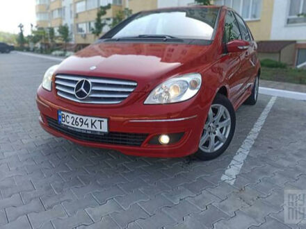 Красный Мерседес Б 150, объемом двигателя 1.5 л и пробегом 230 тыс. км за 6400 $, фото 1 на Automoto.ua