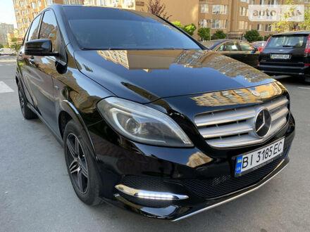 Черный Мерседес Б 200, объемом двигателя 2 л и пробегом 177 тыс. км за 13500 $, фото 1 на Automoto.ua
