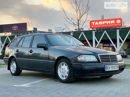 Черный Мерседес Ц 180, объемом двигателя 1.8 л и пробегом 261 тыс. км за 3500 $, фото 1 на Automoto.ua