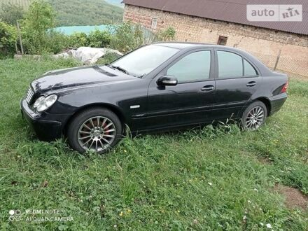 Чорний Мерседес Ц 180, об'ємом двигуна 1.8 л та пробігом 350 тис. км за 4790 $, фото 1 на Automoto.ua