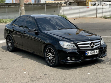 Чорний Мерседес Ц 180, об'ємом двигуна 1.6 л та пробігом 126 тис. км за 12500 $, фото 1 на Automoto.ua