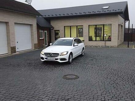 Белый Мерседес Ц 200, объемом двигателя 2.2 л и пробегом 218 тыс. км за 25000 $, фото 1 на Automoto.ua