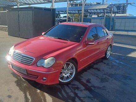 Красный Мерседес Ц 230, объемом двигателя 2.5 л и пробегом 250 тыс. км за 6900 $, фото 1 на Automoto.ua
