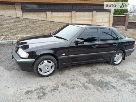 Черный Мерседес Ц 240, объемом двигателя 2.4 л и пробегом 214 тыс. км за 5500 $, фото 1 на Automoto.ua