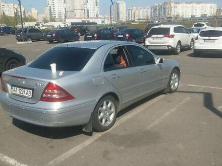 Серый Мерседес Ц 240, объемом двигателя 2.6 л и пробегом 265 тыс. км за 7400 $, фото 1 на Automoto.ua