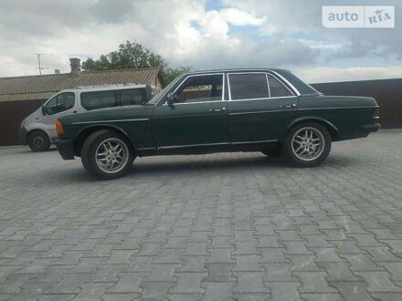 Зеленый Мерседес Ц 240, объемом двигателя 0 л и пробегом 400 тыс. км за 1450 $, фото 1 на Automoto.ua