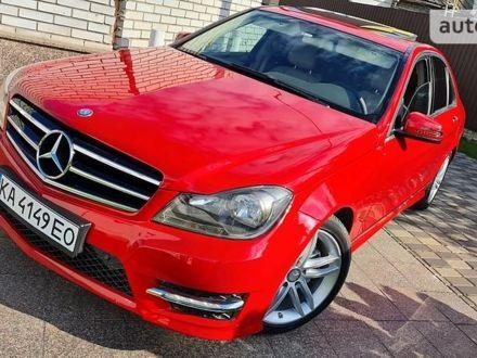 Красный Мерседес Ц 250, объемом двигателя 1.8 л и пробегом 175 тыс. км за 14400 $, фото 1 на Automoto.ua