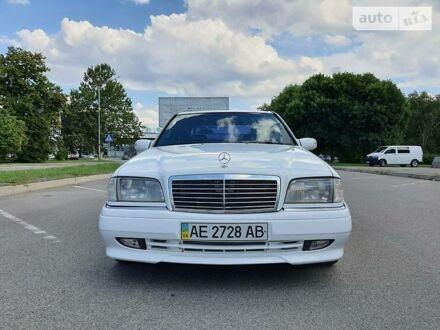 Белый Мерседес Ц 280, объемом двигателя 2.8 л и пробегом 275 тыс. км за 5500 $, фото 1 на Automoto.ua