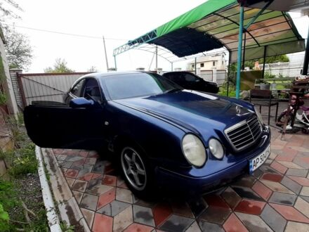 Синий Мерседес ЦЛК-Класс, объемом двигателя 2 л и пробегом 315 тыс. км за 4500 $, фото 1 на Automoto.ua