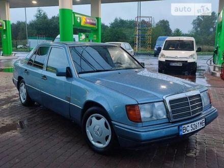 Синій Мерседес Е 230, об'ємом двигуна 2.3 л та пробігом 388 тис. км за 2700 $, фото 1 на Automoto.ua