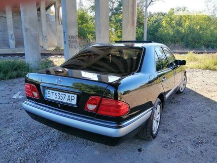 Чорний Мерседес E 240, об'ємом двигуна 2.4 л та пробігом 250 тис. км за 3900 $, фото 1 на Automoto.ua