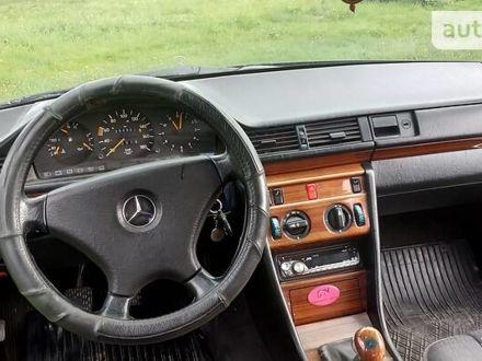 Черный Мерседес E 250, объемом двигателя 2 л и пробегом 394 тыс. км за 3300 $, фото 1 на Automoto.ua