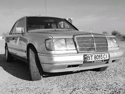 Серый Мерседес Е 260, объемом двигателя 2.6 л и пробегом 400 тыс. км за 3400 $, фото 1 на Automoto.ua