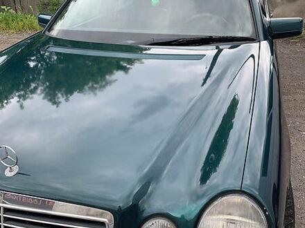 Зеленый Мерседес Е 290, объемом двигателя 2.9 л и пробегом 400 тыс. км за 4000 $, фото 1 на Automoto.ua