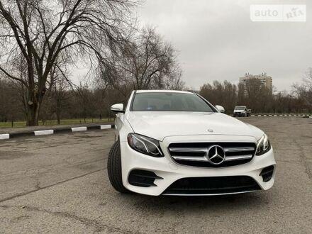 Білий Мерседес Е 300, об'ємом двигуна 2 л та пробігом 67 тис. км за 38000 $, фото 1 на Automoto.ua