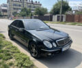 Чорний Мерседес Е 320, об'ємом двигуна 3.2 л та пробігом 273 тис. км за 6600 $, фото 1 на Automoto.ua