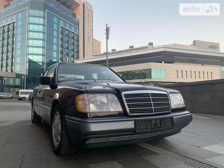 Чорний Мерседес Е 320, об'ємом двигуна 3.2 л та пробігом 100 тис. км за 25000 $, фото 1 на Automoto.ua
