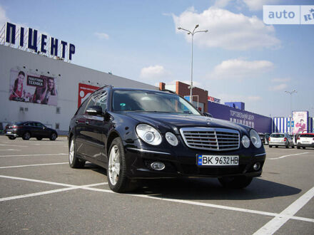 Черный Мерседес Е 320, объемом двигателя 0 л и пробегом 300 тыс. км за 9600 $, фото 1 на Automoto.ua