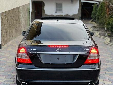 Черный Мерседес Е 320, объемом двигателя 3 л и пробегом 200 тыс. км за 11999 $, фото 1 на Automoto.ua