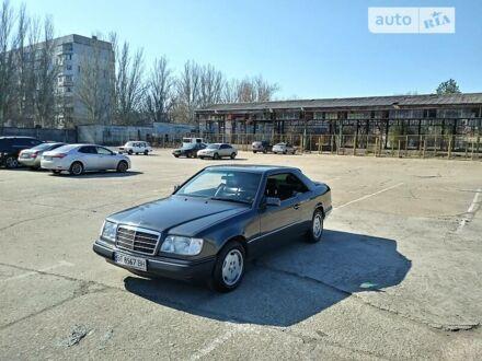 Сірий Мерседес Е 320, об'ємом двигуна 3.2 л та пробігом 217 тис. км за 6500 $, фото 1 на Automoto.ua