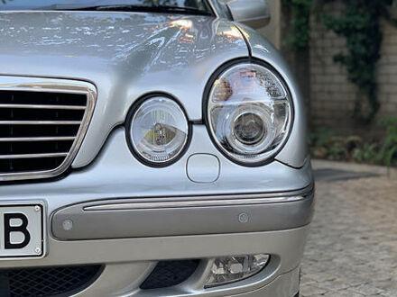Сірий Мерседес Е 320, об'ємом двигуна 3.2 л та пробігом 330 тис. км за 6750 $, фото 1 на Automoto.ua