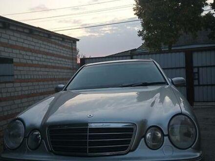 Сірий Мерседес Е 320, об'ємом двигуна 3.2 л та пробігом 329 тис. км за 5000 $, фото 1 на Automoto.ua