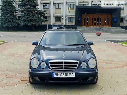 Синій Мерседес Е 320, об'ємом двигуна 3.2 л та пробігом 340 тис. км за 11111 $, фото 1 на Automoto.ua