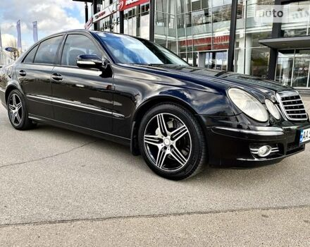 Черный Мерседес Е 350, объемом двигателя 3.5 л и пробегом 326 тыс. км за 10900 $, фото 1 на Automoto.ua