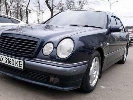 Синий Мерседес E 420, объемом двигателя 4.2 л и пробегом 423 тыс. км за 4500 $, фото 1 на Automoto.ua