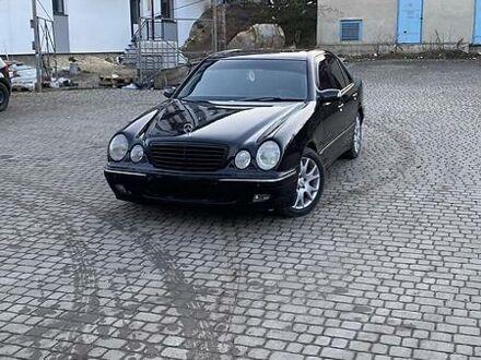 Чорний Мерседес Е 430, об'ємом двигуна 4.3 л та пробігом 100 тис. км за 7000 $, фото 1 на Automoto.ua