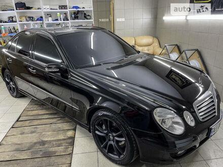 Чорний Мерседес Е 500, об'ємом двигуна 5 л та пробігом 247 тис. км за 11500 $, фото 1 на Automoto.ua