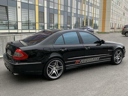 Черный Мерседес E 55 АМГ, объемом двигателя 5.5 л и пробегом 195 тыс. км за 30000 $, фото 1 на Automoto.ua