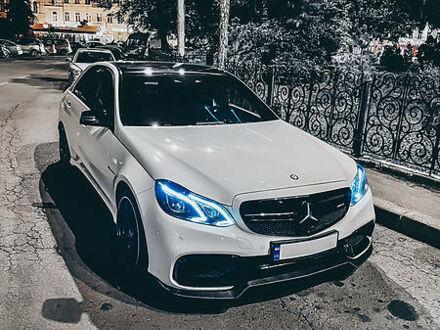 Белый Мерседес E 63 AMG, объемом двигателя 5.5 л и пробегом 77 тыс. км за 59000 $, фото 1 на Automoto.ua
