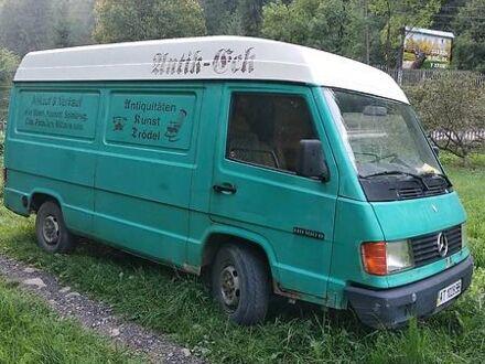 Зеленый Мерседес МБ груз., объемом двигателя 2.4 л и пробегом 300 тыс. км за 2000 $, фото 1 на Automoto.ua