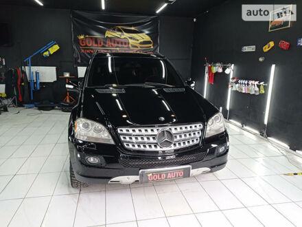 Черный Мерседес МЛ 320, объемом двигателя 3 л и пробегом 195 тыс. км за 15800 $, фото 1 на Automoto.ua