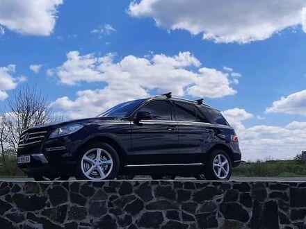 Черный Мерседес МЛ 350, объемом двигателя 3 л и пробегом 193 тыс. км за 29999 $, фото 1 на Automoto.ua