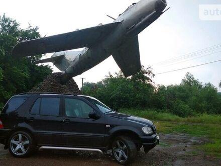 Черный Мерседес МЛ 430, объемом двигателя 4.3 л и пробегом 300 тыс. км за 7999 $, фото 1 на Automoto.ua