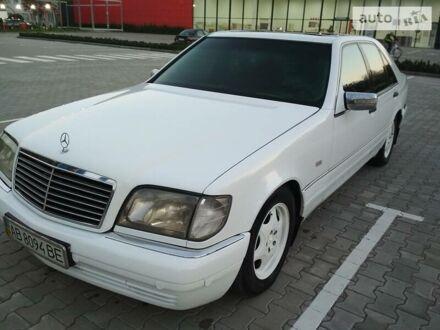 Белый Мерседес С 300, объемом двигателя 3 л и пробегом 320 тыс. км за 9500 $, фото 1 на Automoto.ua