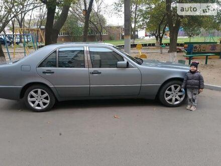 Серый Мерседес С 300, объемом двигателя 0 л и пробегом 400 тыс. км за 6000 $, фото 1 на Automoto.ua