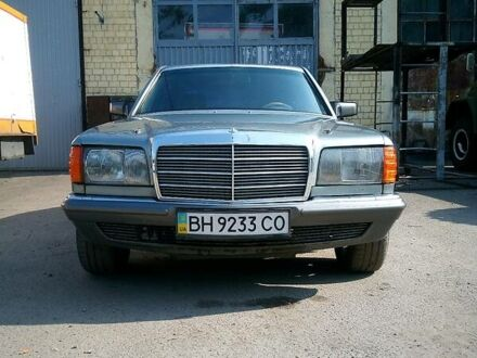 Серый Мерседес S 380, объемом двигателя 3 л и пробегом 100 тыс. км за 3000 $, фото 1 на Automoto.ua