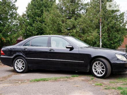 Черный Мерседес С 400, объемом двигателя 4 л и пробегом 367 тыс. км за 9000 $, фото 1 на Automoto.ua