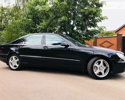 Черный Мерседес С 400, объемом двигателя 4 л и пробегом 239 тыс. км за 8888 $, фото 1 на Automoto.ua