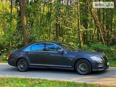 Черный Мерседес С 450, объемом двигателя 4.7 л и пробегом 183 тыс. км за 13500 $, фото 1 на Automoto.ua
