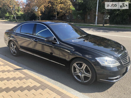 Черный Мерседес С 450, объемом двигателя 4 л и пробегом 174 тыс. км за 22800 $, фото 1 на Automoto.ua
