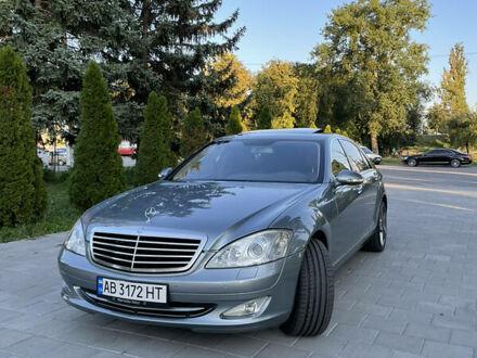 Серый Мерседес С 450, объемом двигателя 4.7 л и пробегом 217 тыс. км за 12400 $, фото 1 на Automoto.ua