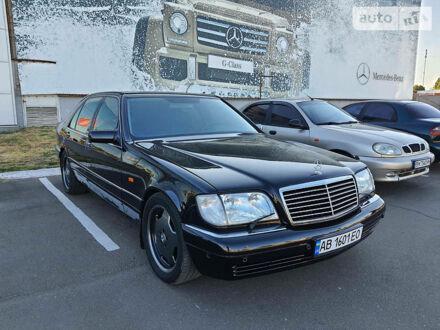 Черный Мерседес С 500, объемом двигателя 5 л и пробегом 285 тыс. км за 10500 $, фото 1 на Automoto.ua