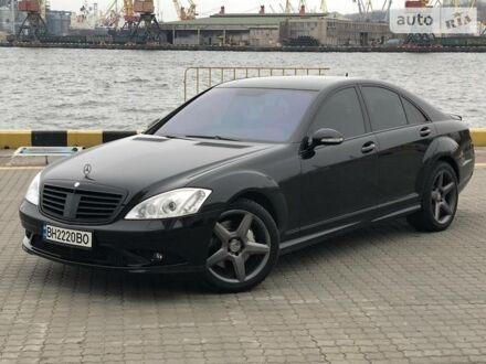 Черный Мерседес С 500, объемом двигателя 5 л и пробегом 170 тыс. км за 16500 $, фото 1 на Automoto.ua