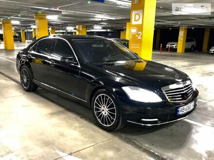 Черный Мерседес С 500, объемом двигателя 4.7 л и пробегом 134 тыс. км за 25555 $, фото 1 на Automoto.ua